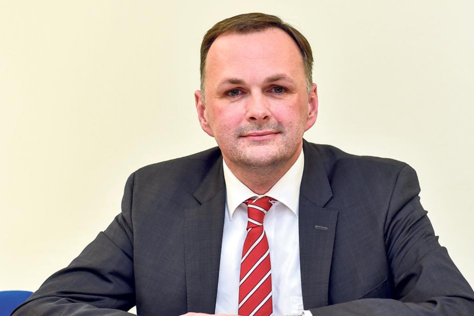 """Linke-Fraktionschef André Schollbach (42) will bei den Parkgebühren ein """"angemessenes Maß"""" finden."""