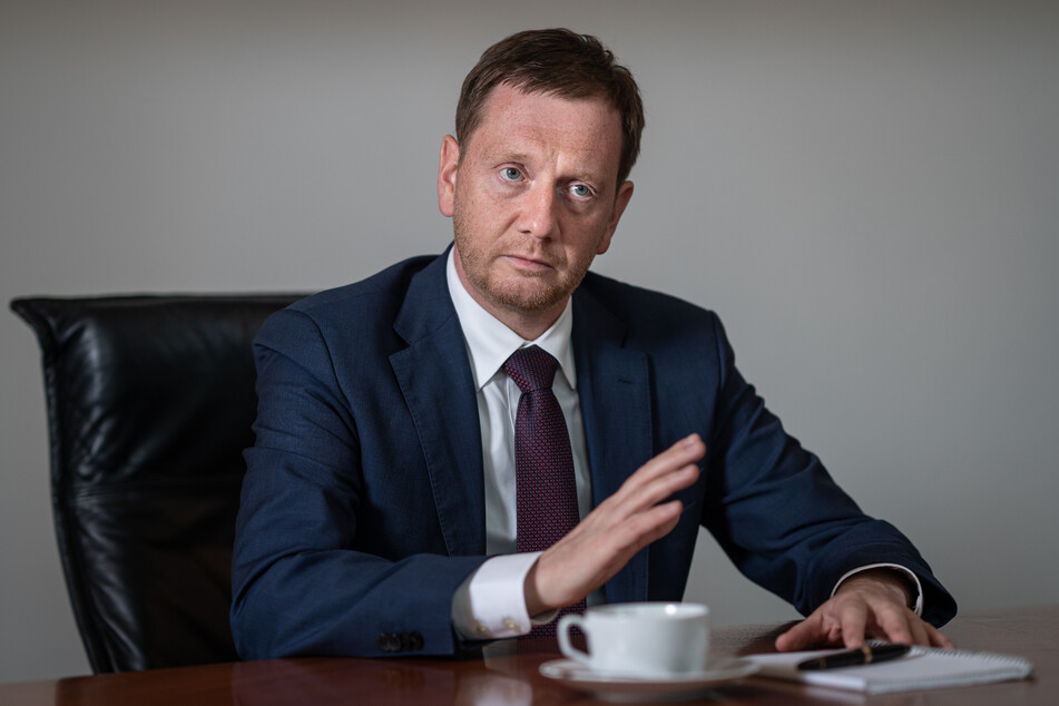 Ob ihn noch jemand um diesen Job beneidet? Sachsens Ministerpräsident Michael Kretschmer (46, CDU) braucht derzeit ein dickes Fell.