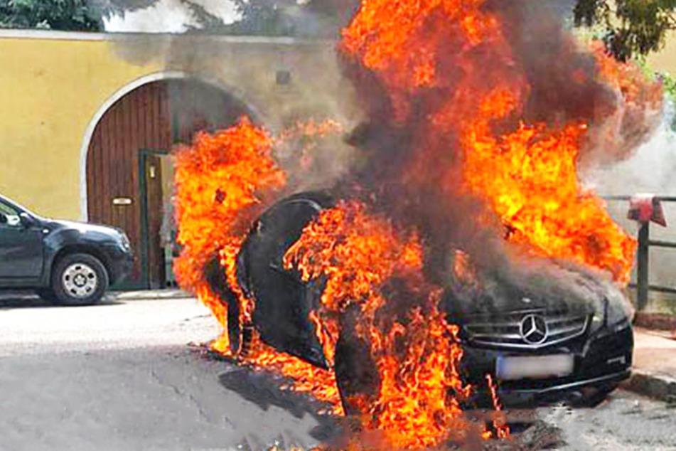 Luxusauto brennt während der Fahrt, doch der Lenker merkt nichts