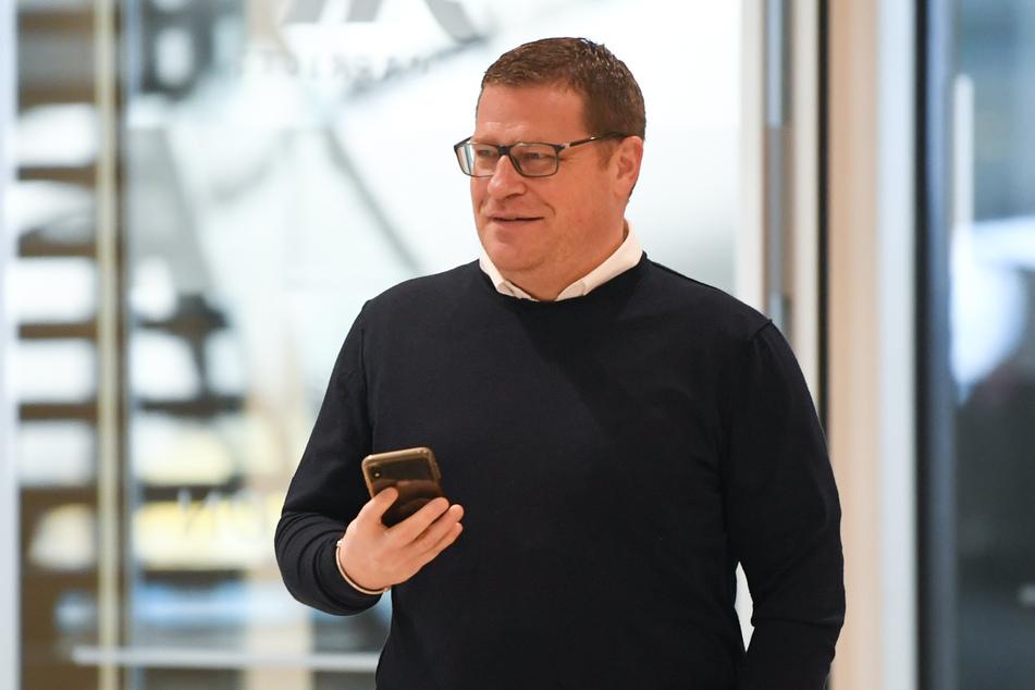 Immer dabei! Das Mobiltelefon ist ein ständiger Begleiter des Gladbacher Sportdirektors Max Eberl (47).