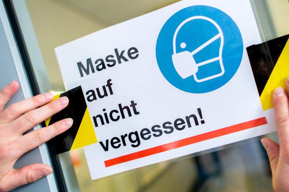 In Oberfranken missachtete eine Frau die Maskenpflicht in einer Tankstelle und ergriff dann die Flucht. (Symbolbild)