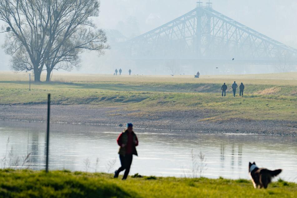 Sport und Spaziergänge an der Elbe (auch nahe dem Blauen Wunder) sind erlaubt, wenn man in zehn bis 15 Kilometern Nähe wohnt.