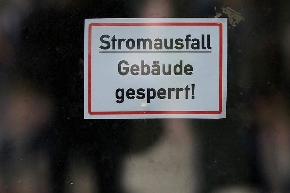 Kurz nach Mitternacht fiel in mehreren Stadtteilen Leipzigs der Strom aus. Die Stadtwerke vermuten, dass Diebe ein Mittelspannungskabel angeritzt hatten. (Symbolbild)