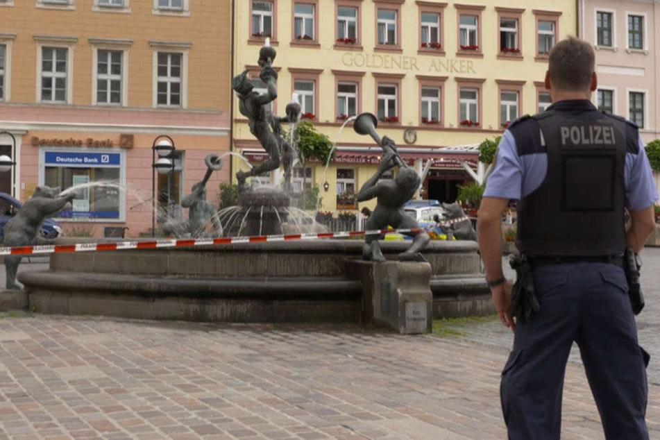 Am Freitagmorgen sperrte die Polizei den Bereich rund um den Torgauer Markt ab.