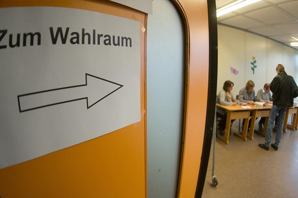 Wahlhelfer halten den Betrieb in den Wahllokalen am Laufen - ein Ehrenamt.