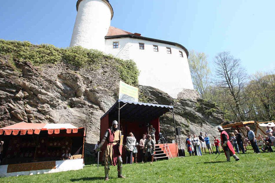 Die Burg Rabenstein bietet eine tolle Kulisse für das mittelalterliche Spektakel.