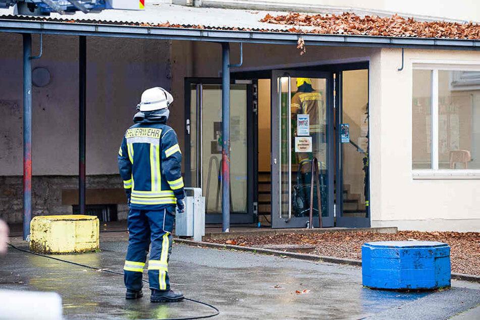 Im Keller der Grundschule ist das Feuer ausgebrochen.