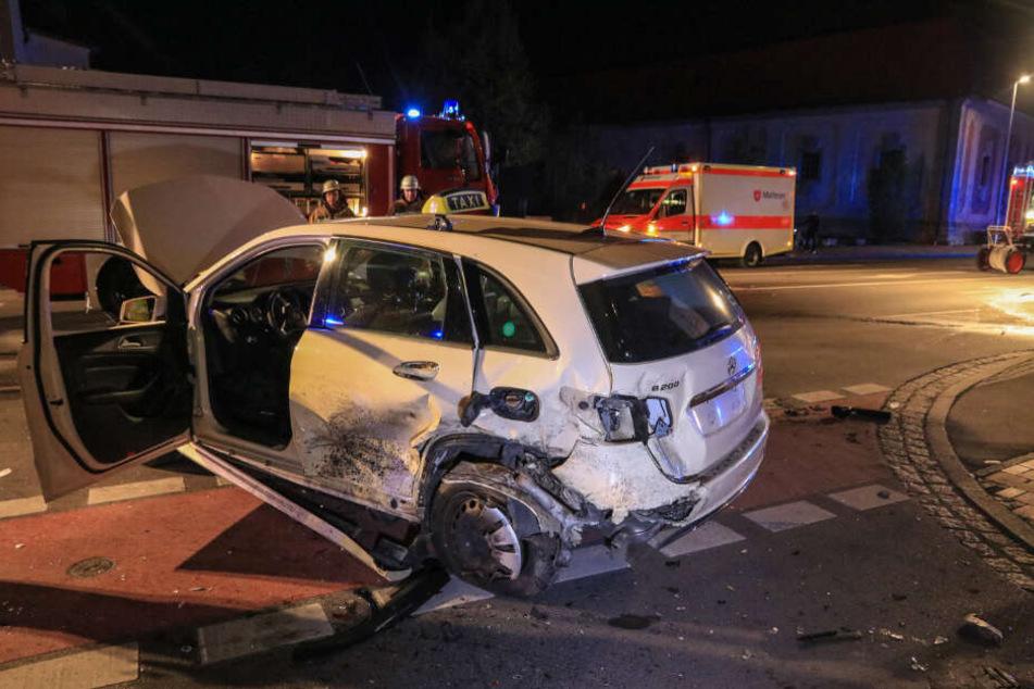 Der Taxifahrer wurde bei dem Unfall schwer verletzt.