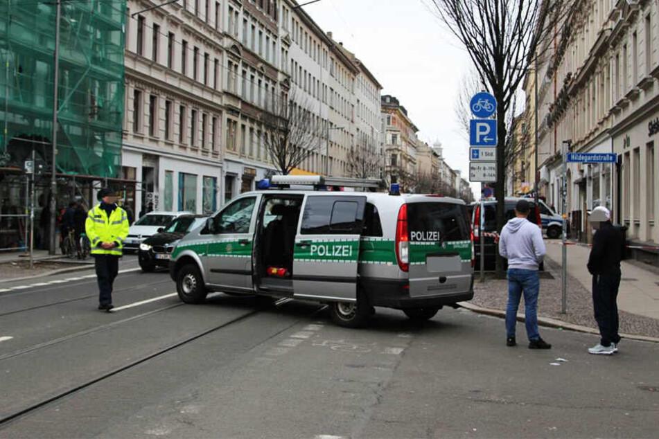 Der Einsatz dauerte bis in die Abendstunden. Es kam zu Straßensperrungen und Ausfällen im öffentlichen Nahverkehr.