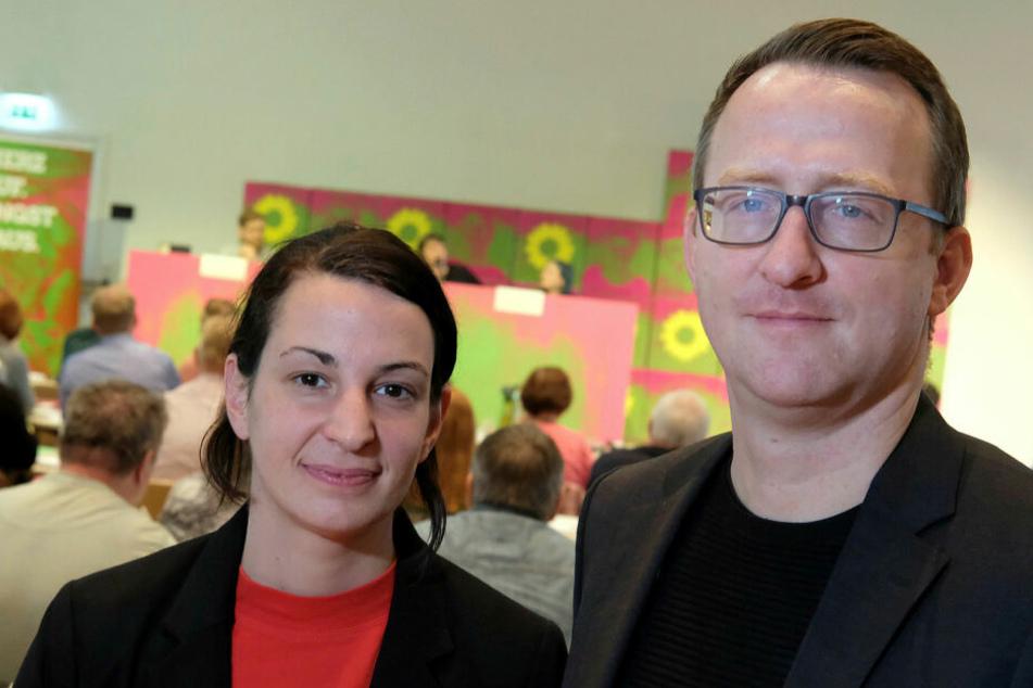 Die sächsischen Grünen (hier die Vorsitzenden Christin Melcher und Norman Volger) haben am Samstag in Leipzig den Weg für ein Kenia-Regierungsbündnis freigemacht.