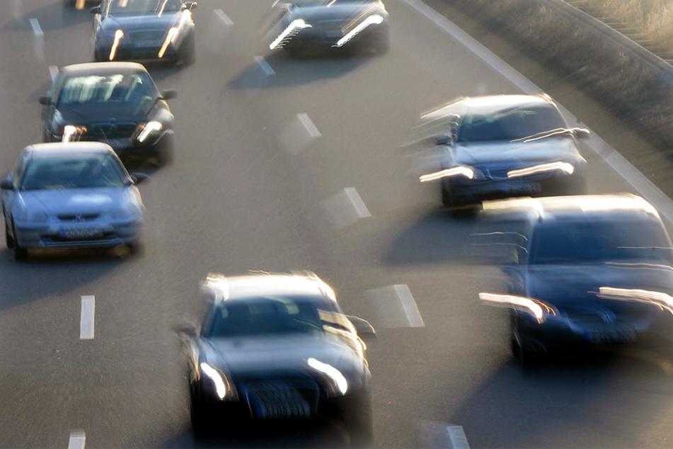 Autorennen auf der Straße sind illegal.