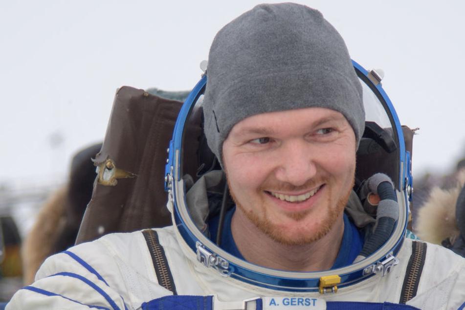 Alexander Gerst konnte kurz nach der Landung auf der Erde schon breit lächeln.