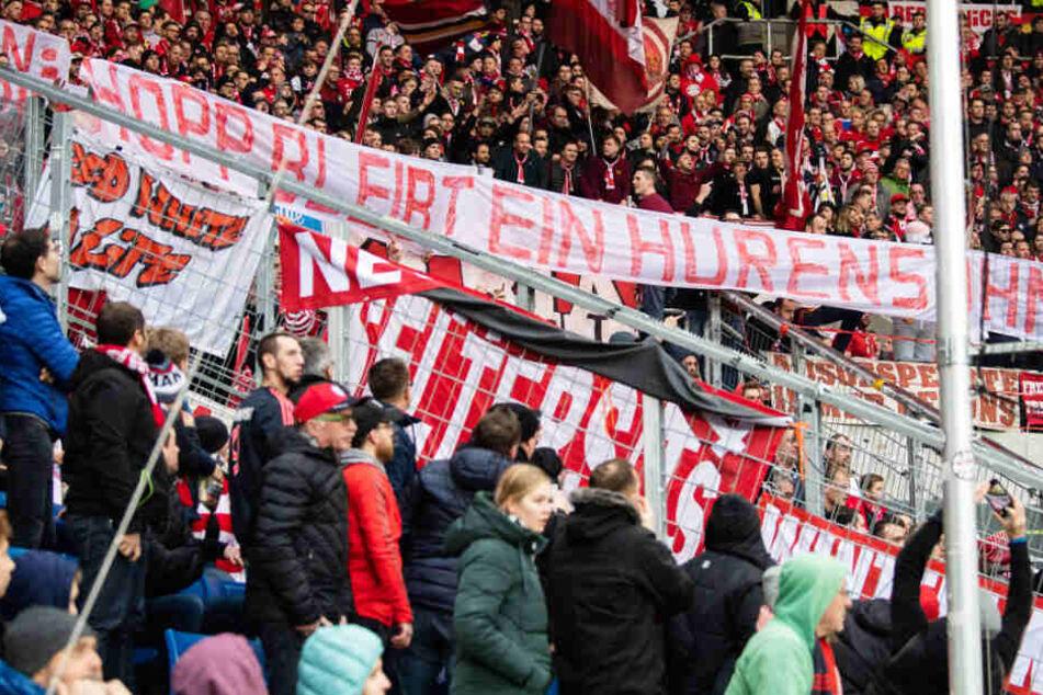"""Die """"Fans"""" des FC Bayern München sorgten am Samstag für einen handfesten Eklat."""