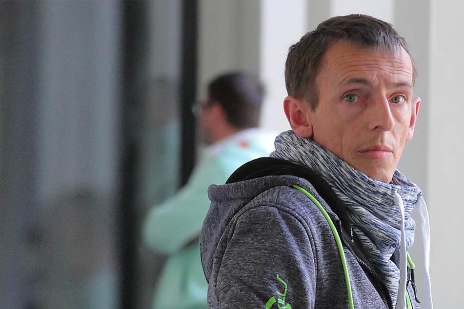 Feuerwehrmann Mathias Hesse (41) musste sich Mittwoch wegen Versicherungsbetrugs vor Gericht verantworten.