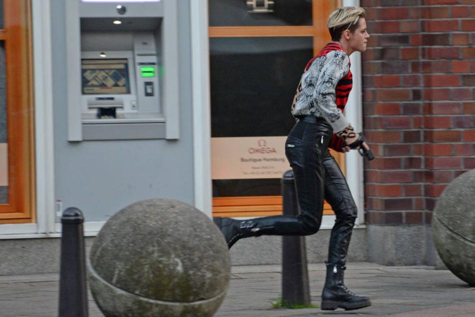 Kristen Stewart beim Dreh auf der Hamburger Fleetinsel.