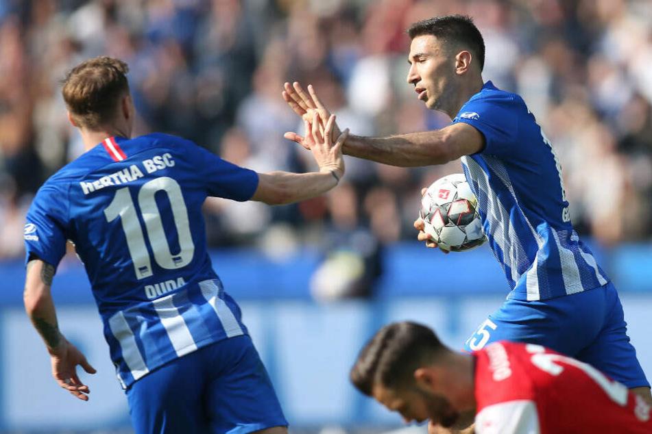 Ondrej Duda und Marko Duda bejubeln den Treffer zum 1:1.