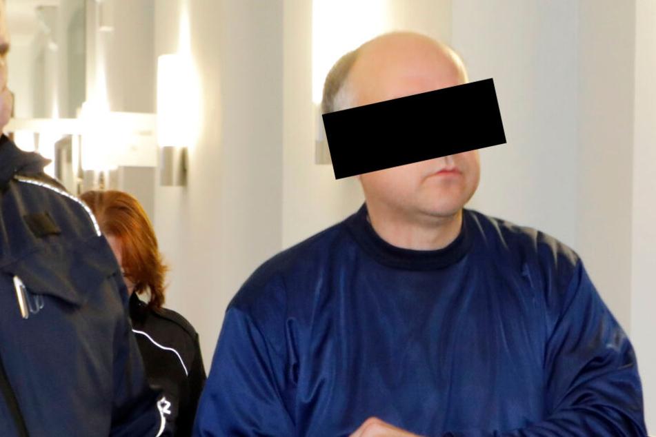 Streit im Drogenmilieu landet vor Gericht: Schlug er einen Rivalen mit dem Hammer nieder?