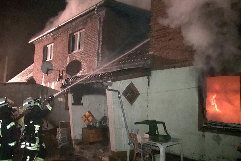 Die Nachbarn erheben schwere Vorwürfe gegen den Mieter der Brandwohnung: Er soll oft betrunken und unvorsichtig mit glühender Asche umgegangen sein.