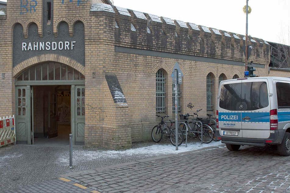 Vor diesem S-Bahnhof wurde der tote Mann (35) entdeckt.