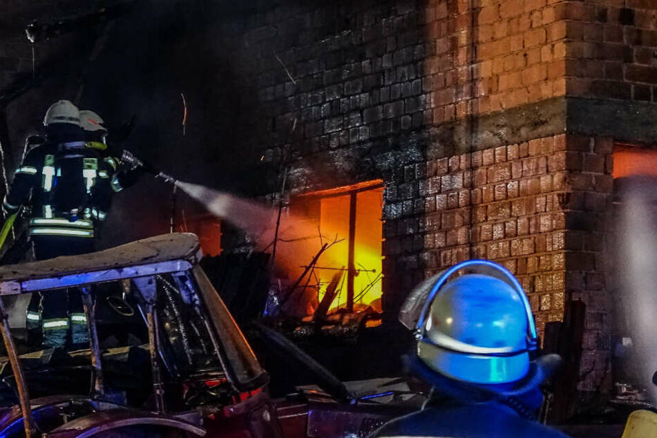 Ein benachbartes Wohnhaus wurde sicherheitshalber evakuiert, verletzt wurde niemand.