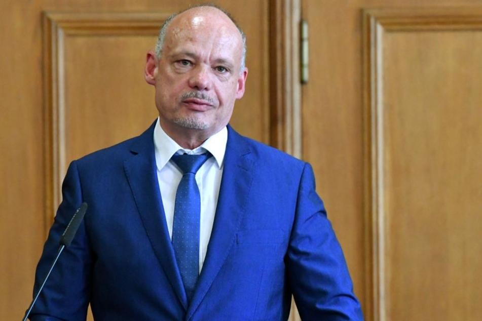 Dutzende Fälle und Millionenschaden: Sachsens LKA Chef Petric Kleine (54)  warnt vor Betrügern aus China und dem Ausland.
