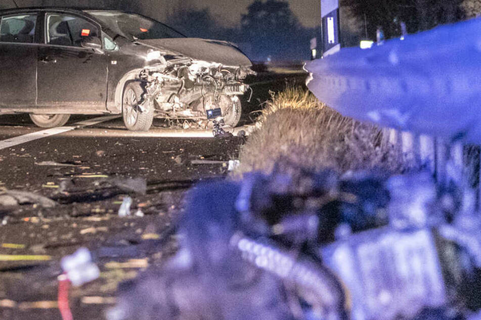 Unfall auf Autobahn: Betrunkener kracht in Leitplanke und flieht