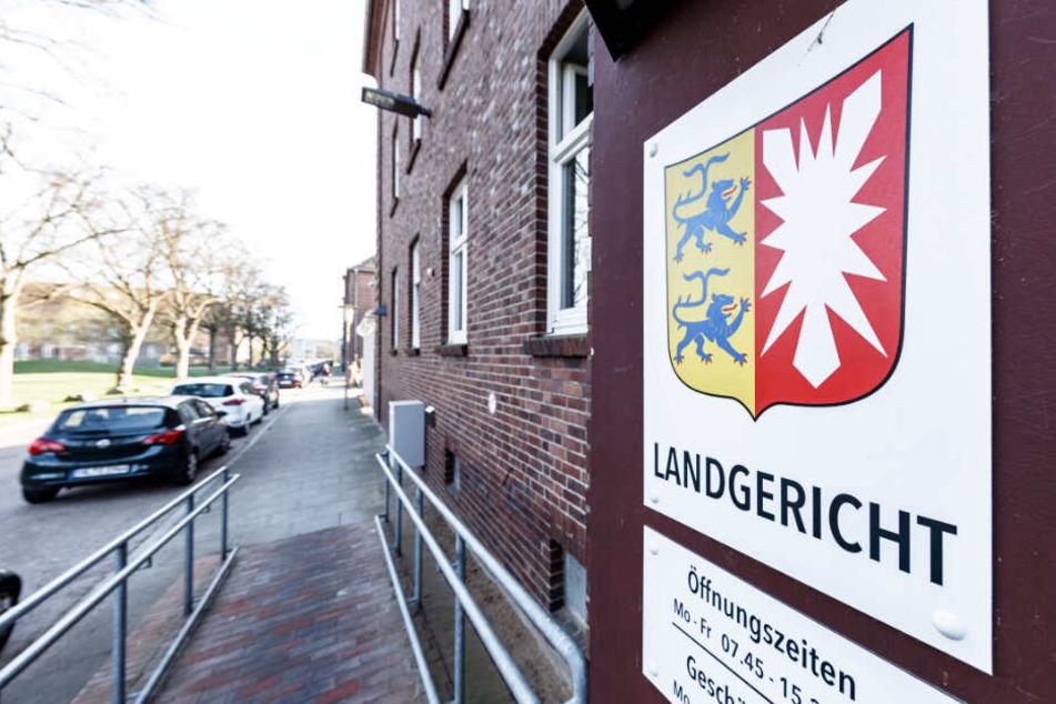 Das Landgericht Lübeck verhandelt ab Donnerstag die Vorwürfe. (Symbolbild)