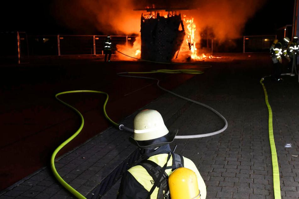 Die Feuerwehr hatte eine Stunde auf dem Schulhof zu tun, bis die Lage unter Kontrolle war.