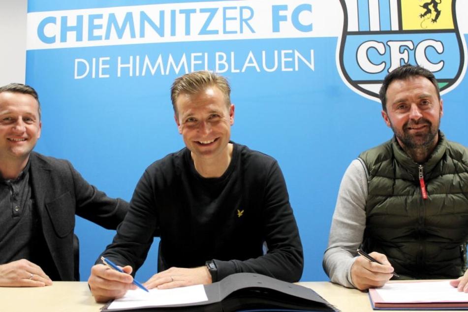 Der CFC hat am Donnerstag die Verträge von Cheftrainer David Bergner (m.) und Co-Trainer Sreto Ristic (r.) vorzeitig verlängert.