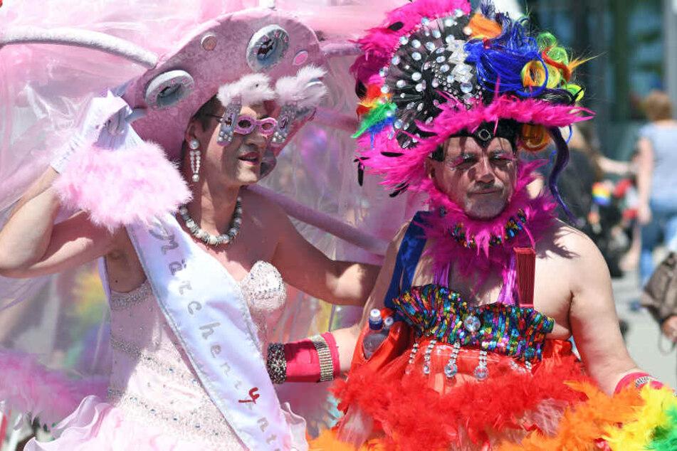 Längste Parade ever! Hunderttausende feiern beim Kölner CSD