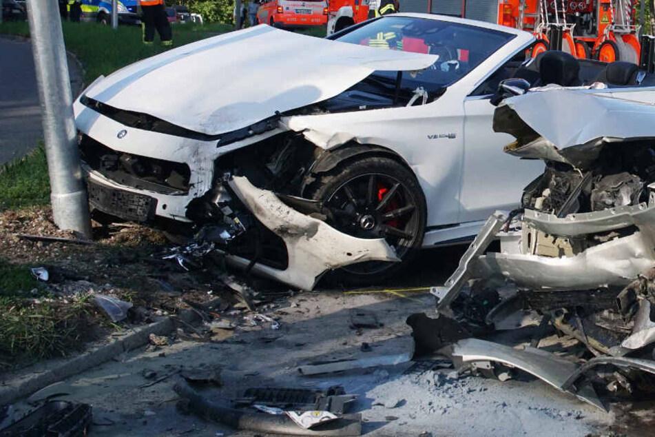 Der völlig zerstörte Mercedes AMG S36 Cabrio.