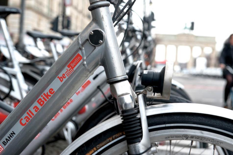 """Auch am Berliner U-Bahnhof Brandenburger Tor gibt es eine Abholstation von """"Call a Bike""""."""