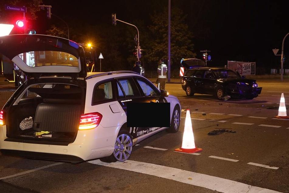 Die Kreuzung Nürnberger Straße und Chemnitzer Straße mit beiden Unfall-Fahrzeugen.