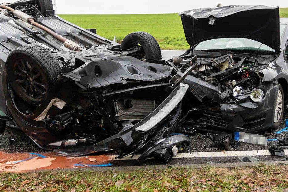 Der Zusammenstoß war heftig: An beiden Autos entstand Totalschaden.