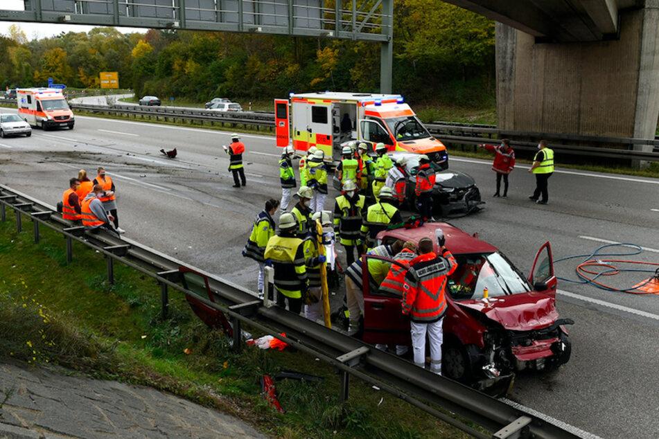 Schlimmer Crash: Schwangere bei Unfall auf A99 schwer verletzt