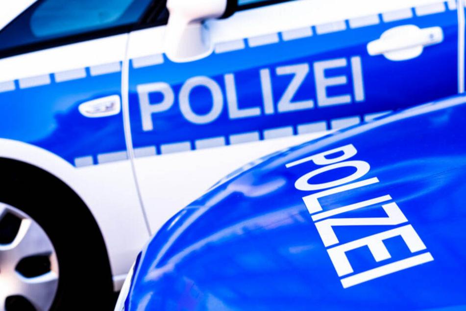 Die Täter attackierten den 45-Jährigen mit Tritten. (Symbolbild)