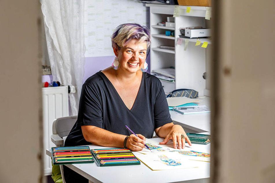 Silke Kirchhoff (44) hat mit ihrer Körperkunst schon Preise abgeräumt. Sie malt ganz klassisch mit Pinseln.