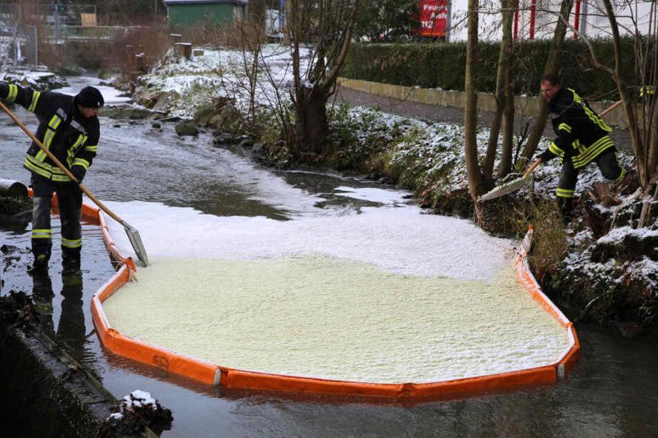 8000 Liter Altöl flossen laut Regierungspräsidium in Kanalisation und Gewässer.