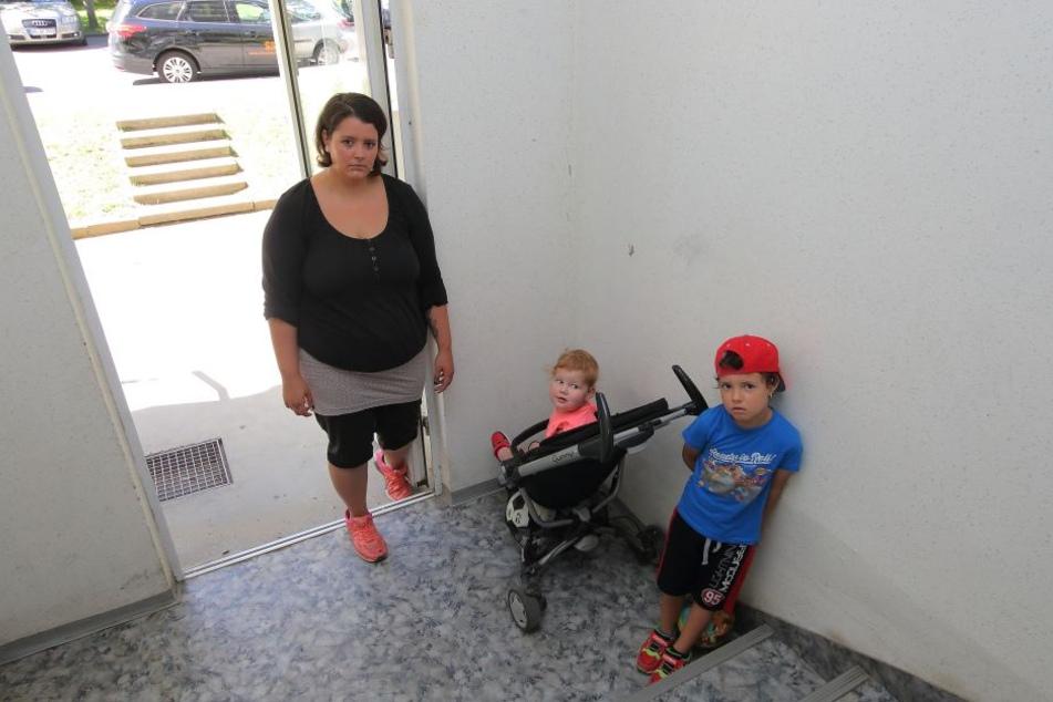 Streitpunkt Kinderwagen: Mutti Sarah Möller (26) mit ihrem Nachwuchs Valerie (2) und Leandro (6).