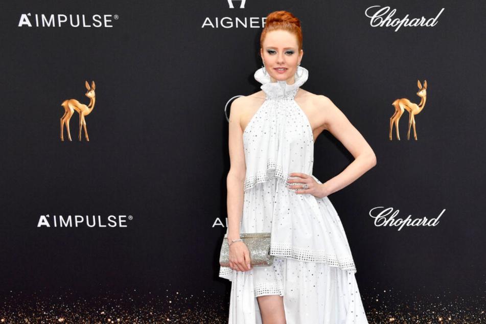 Barbara Meier (33) sorgte beizeiten für den Hingucker des Abends: In ihrem weißen Kleid sah das Model absolut traumhaft aus.