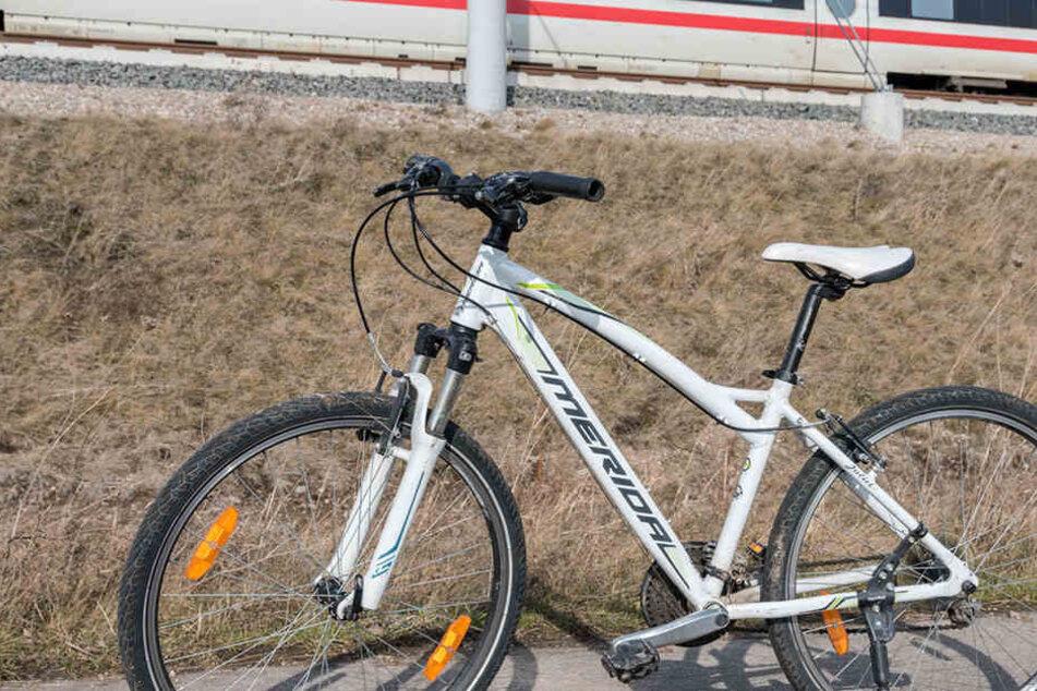 Dieses Fahrrad stellte die Polizei am Rande der Strecke sicher.