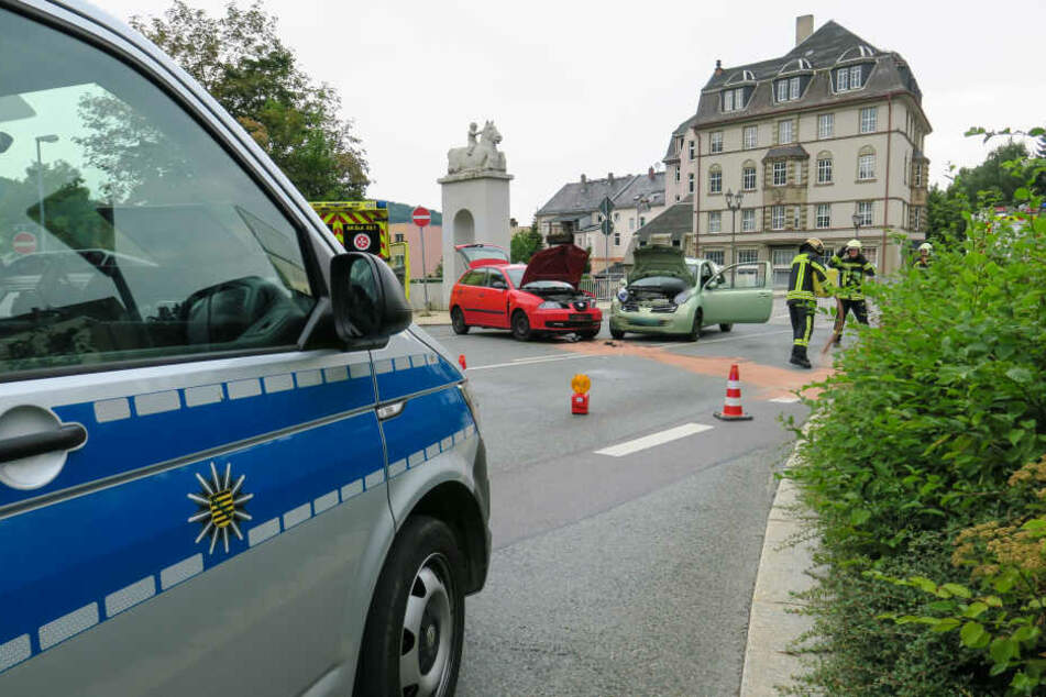 Die Schillerstraße wurde nach dem Unfall voll gesperrt.