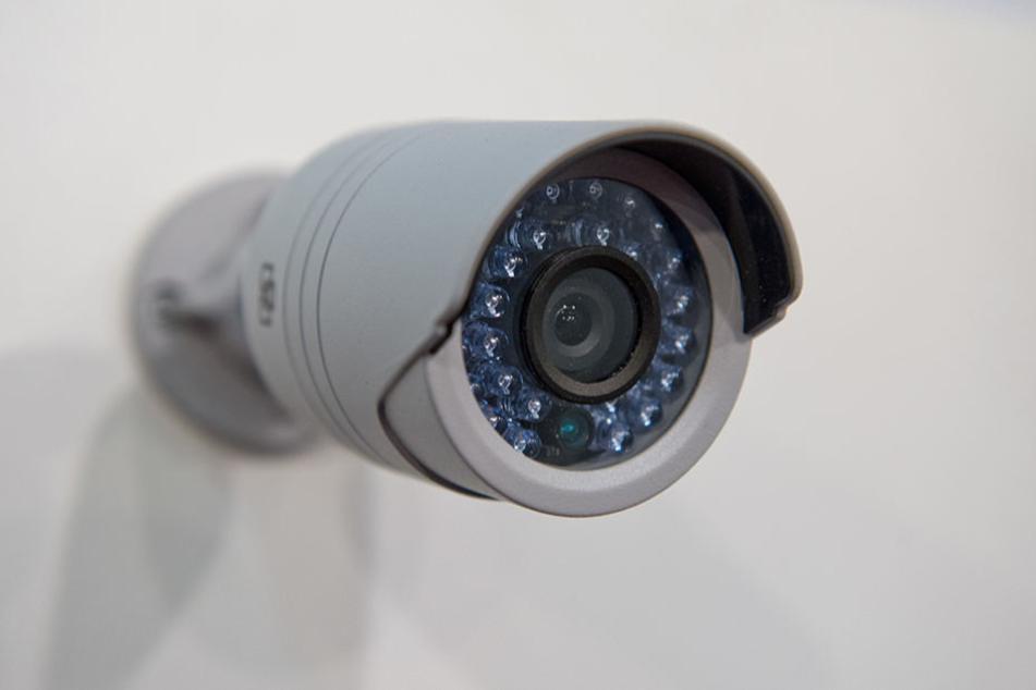 Auch wenn die Überwachungskameras nicht vor dem Einbruch schützen, helfen sie der Polizei bei der Aufklärung des Vorfalls.