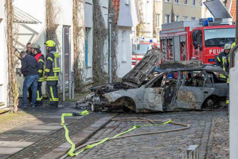 Das Auto brannte komplett aus. Ein deponierte Propangasflasche explodierte nicht.