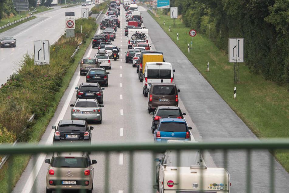 Autofahrer auf der A7 müssen sich auf Stau einstellen (Symbolbild).