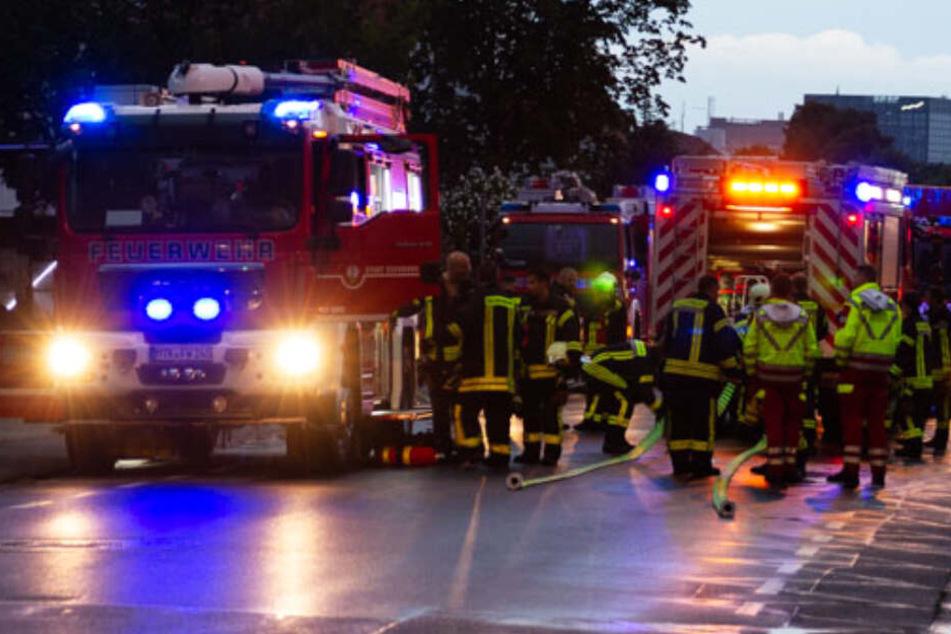 Zahlreiche Einsatzkräfte der Feuerwehr waren vor Ort.