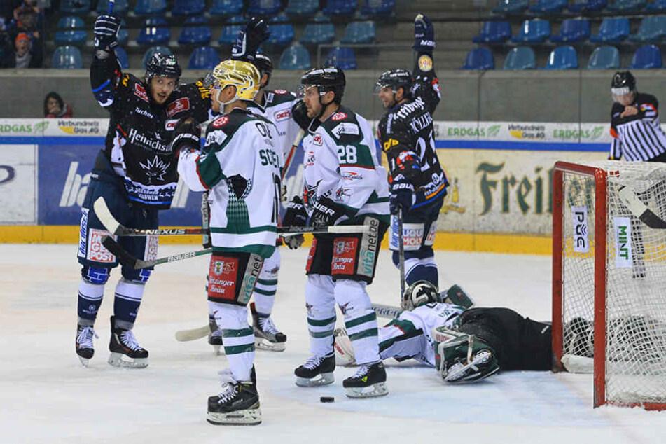 Klarer Sieg: Die Dresdner Eislöwen besiegten die Starbulls Rosenheim daheim mit 3:1.