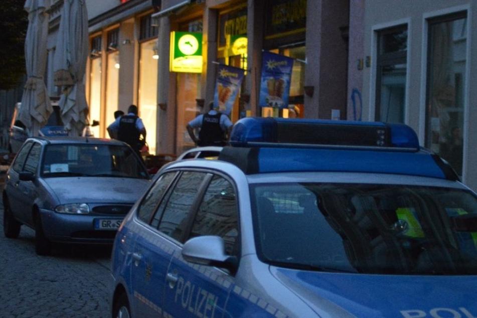 Die Polizei musste am Montagabend zu einem Dönerladen ausrücken. Dort gab es eine handfeste Rangelei.