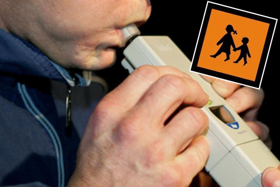 Der Alkoholtest war positiv, der Drogentest auch - Deshalb durfte der Schulbusfahrer nicht weiterfahren. (Symbolbild)