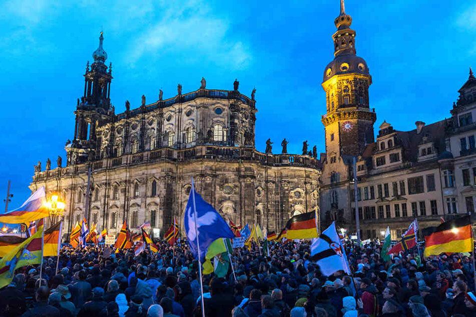 PEGIDA-Anhänger bei einer Demonstration in Dresden.